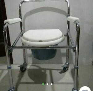 sewa commode kursi roda toilet