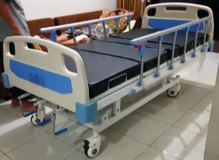 sewa tempat tidur rumah sakit manual engkol 3